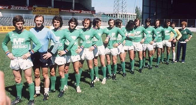 L'équipe de Saint-Etienne avant de disputer la finale contre le Bayern de Munich, lors de la Coupe d'Europe de football à Glasgow en mars 1976. (AFP Photo)