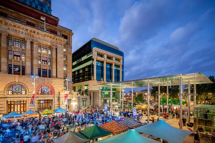 Perth's foodies gather in the squares and thoroughfares of Perth city to indulge in the finest authentic street food from around the globe. The Friday night Twilight Hawkers Market is one of many alfresco dining events you can enjoy in the warmer months between October and April.