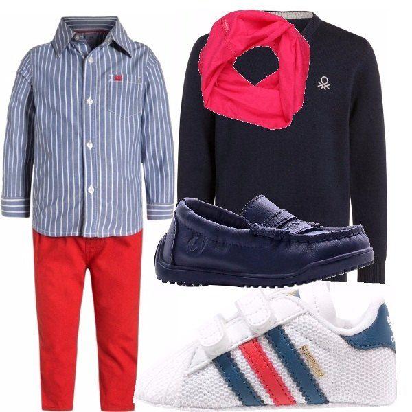 Un look elegante/sportivo, per festeggiare il 1° compleanno. Completo con camicia e pantaloni. Non manca mai per i bimbi un pullover e una sciarpina. Completiamo l'outfit abbinando mocassini o scarpe più sportive a strappo.