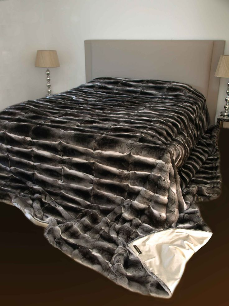 Unique Piece! Luxurious Chinchilla Fur Throw made by using the softest of Fur…