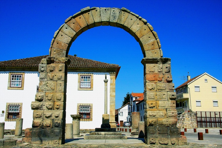 Arco romano - Bobadela ( Oliveira do Hospital)