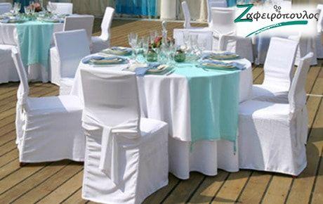 τραπεζομάντηλο Ροτόντας έξι ατόμων κατάλληλα για δεξίωση γάμου απο λευκό καπάκι και runners σε συνδυασμό χρωμάτων του σιέλ και του τιρκουάζ.
