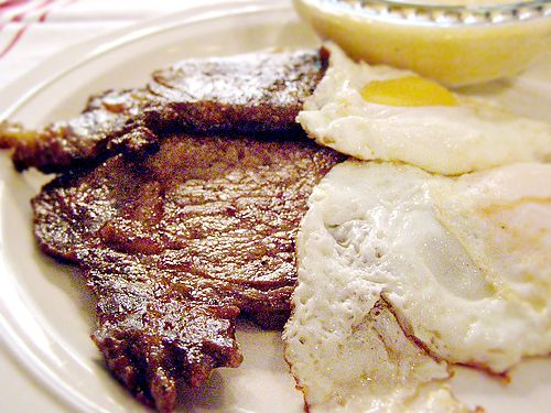 Steak and Eggs from @Lana Stuart | Never Enough Thyme http://www.lanascooking.com/2009/04/19/steak-and-eggs/ Thin cut, seasoned steaks with over-easy eggs make a perfect weekend breakfast.