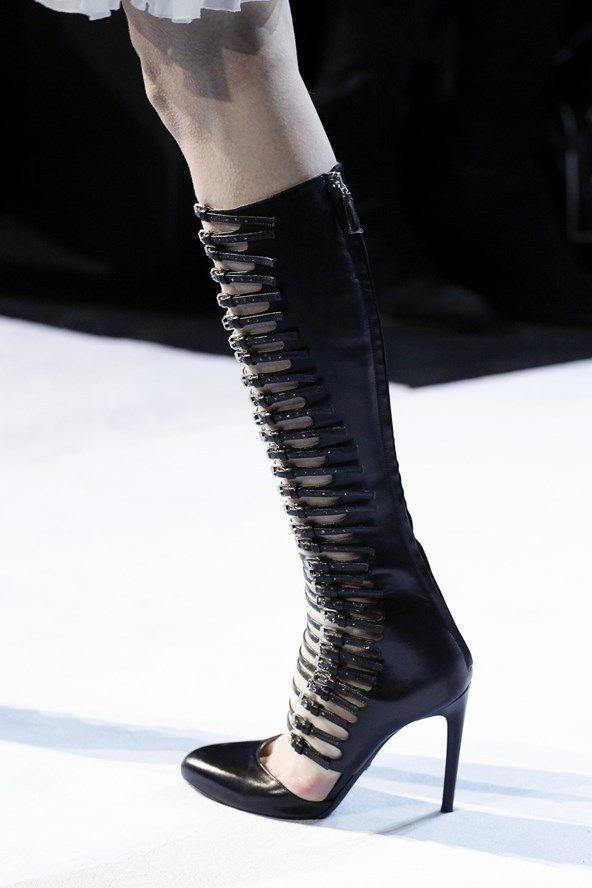 Giambattista Valli Fall 2016 Paris Fashion Week.