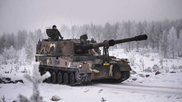 "panzerfluch:  ""South Korean K9 Thunder SPG in Finland during evaluations. Finland has adopted the K9 for service and plans to purchase 48 of them by 2020. Full operational capacity is expected by 2025.  """