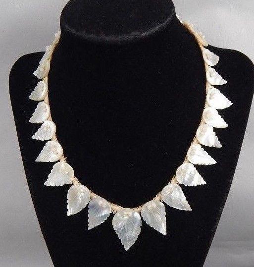 4535baab61357 Vintage Art Deco Era Carved Graduated Mother Of Pearl Leaf Collar ...
