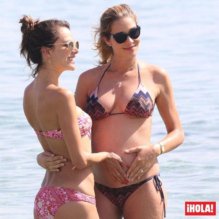 Alessandra Ambrosio y la futura mamá Ana Beatriz Barros, dos 'tops' en Miconos.  #alessandraambrosio #anabeatrizbarros #tops #modelos #miconos #embarazada
