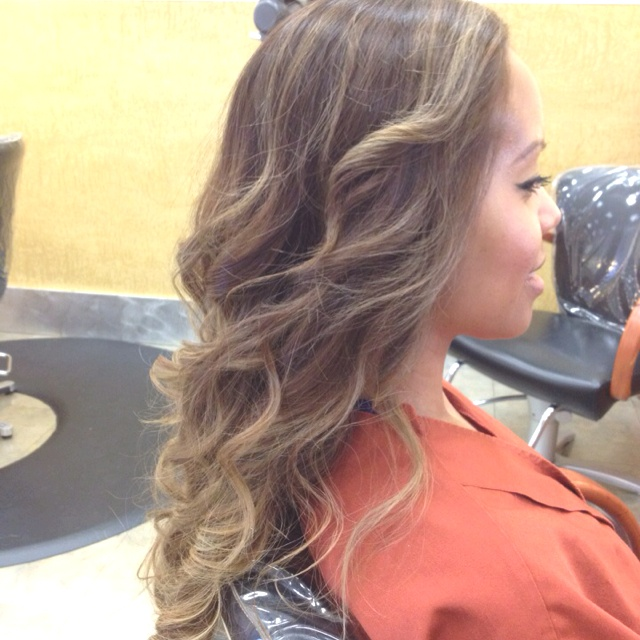 Not this colour exactly but this type of balayage I think it is called finesse
