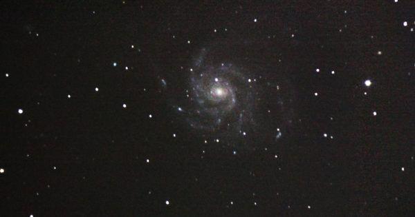 Imagen de la Galaxia Espiral M101, también conocida como Galaxia del Molinete o Messier 101. Fue tomada el 28 de abril de 2016 desde Bham, Alabama, Estados Unidos. M101 está ubicada en la constelación de la Osa Mayor a una distancia de 21 millones de años luz. Crédito: J. G. Hops #galaxiaespiralm101