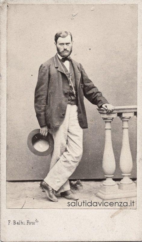 Carte da visite dell'ingegnere Vicentini trasferitosi a Genova. Foto del 1862.