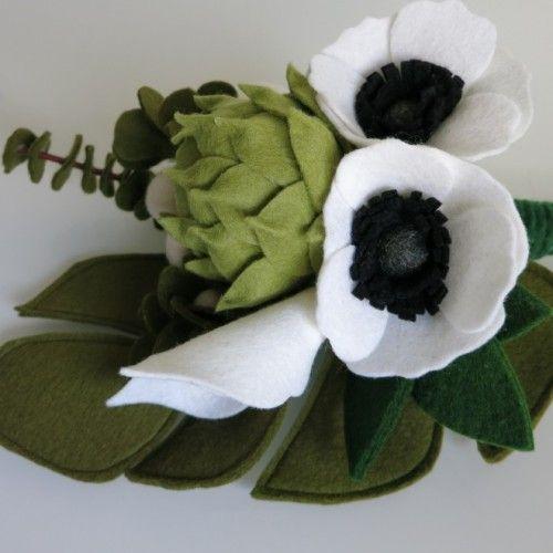 Biedermeierboeket van vilt, #natuurlijk, #groenen, #eenvoud | www.be-flowerd.nl