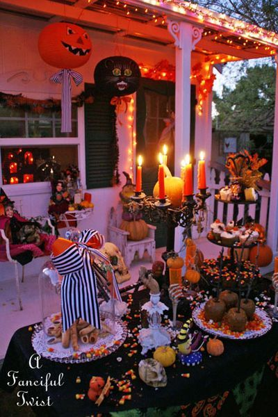 609 best halloween outdoor decor images on pinterest for Halloween party decoration ideas outdoor