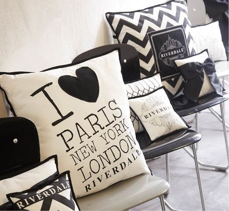 Riverdale Joy of Living, Collection Uptown Chic, chevron cushion