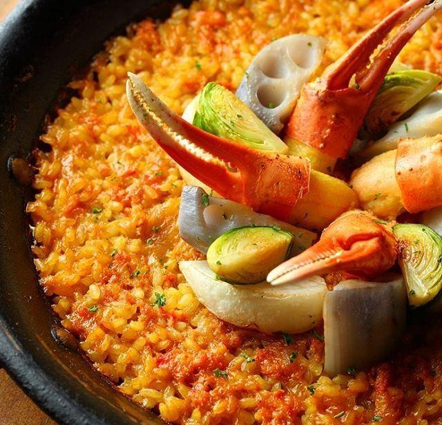 新宿Refrain 冬の限定メニュー。 【紅ズワイガニと冬野菜のパエリア】 紅ズワイガニをたっぷりと使用し、生米からオーブンでじっくり炊き上げた贅沢パエリア カニの旨味を吸ったお米を冬野菜とともにお楽しみ下さい。 Follow us on!! →@spainbarrefrain #新宿Refrain#スペインバル#バル #お洒落#スペイン#パーティー #スペイン料理#新宿#ディナー #ワイン#カクテル#酒 #女子会#飲み会#ビール #パエリア#ラムチョップ #デート#肉#記念日 #party#bar#dinner #wine#cocktail#happy #paella#love #food#spain