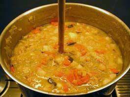 Snert (split-pea and ham soup). De erwtensoep na een dag rust. Nu is de soep zó dik dat er een lepel in rechtop blijft staan