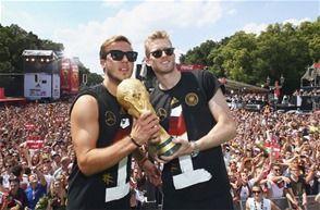 Informando24Horas.com: Selección alemana recibe una bienvenida de héroes