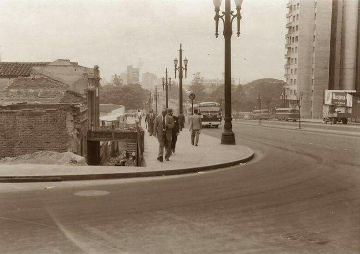 Abril de 1954 - Avenida Rangel Pestana na região da Sé.