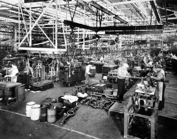Workers Inside The Packard Plant In 1935 ★。☆。jpm