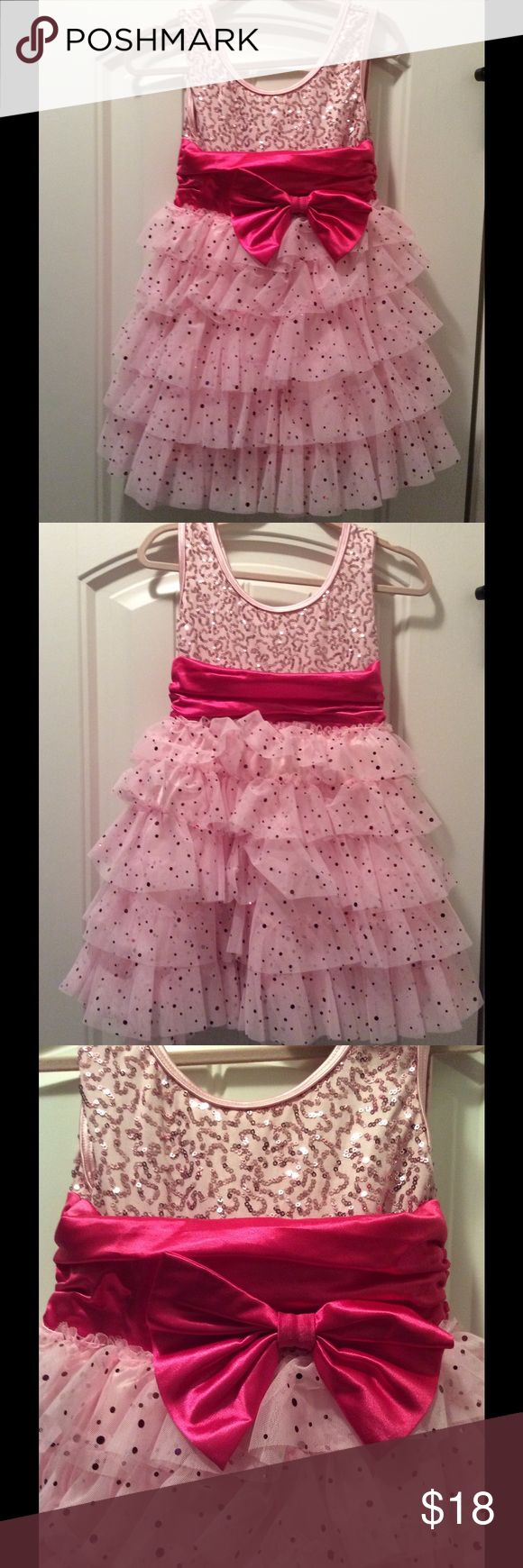 Weissman girls dance costume Beautiful pink girls dance costume with matching hair bow💕💕💕 only wore twice---great condition!!! weissman Costumes Dance