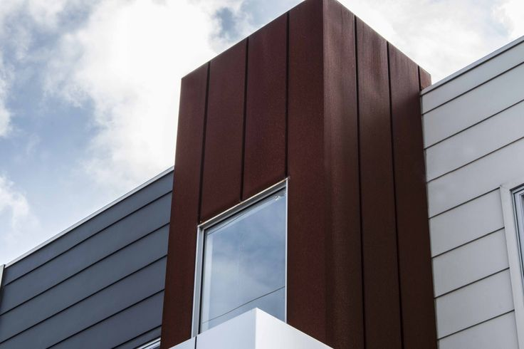 Donald Street Units, in Brunswick, features our Interlocking facade panel system in Weathering Steel by BlueScope. #metalcladding #metalcladdingsystems #cladding #architecture #corten #architectural #design #facade #inspo #corten #interlocking #style #melbourne #australianarchitecture #architecturalproducts #products #building #construction #weatheringsteel #buildingmaterials #BlueScope