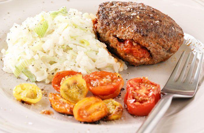 Ajvarbiffar med krämigt ris och ugnsrostade tomater
