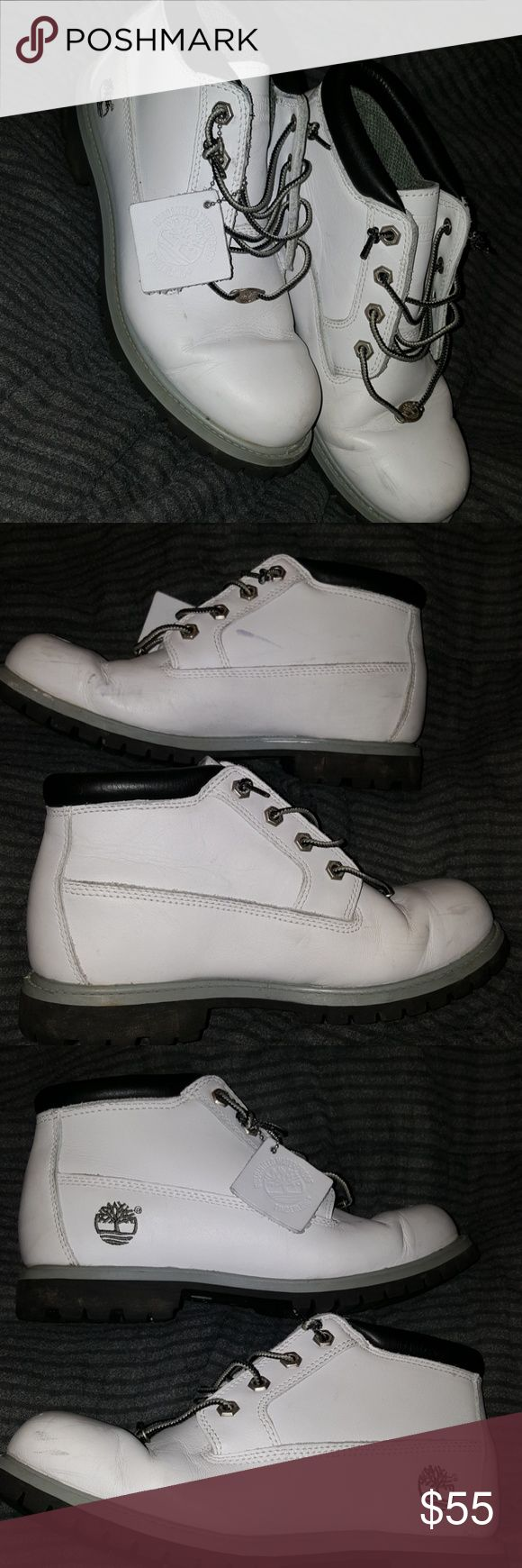 Lo Top White Timberland Boots Women's 9 📣📣📣PLEASE READ📣📣📣 🛍 Will entertain REASONABLE offers. Additional discounts available when you bundle!  🛍 All items from smoke-free, pet-free home.  🛍 I do NOT do trades, please don't ask.   Previously loved. Need some TLC. Pictures show that there are scrapes, smudges, creases, etc. Women's 9...usually equivalent to a Men's 7. Timberland Shoes Winter & Rain Boots