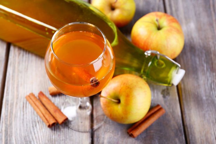 Razones por las que deberías estar tomando vinagre de sidra manzana ahora mismo