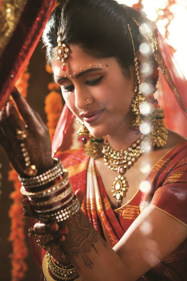 traditional indian Gujrati Bride wearing bridal saree and jewellery