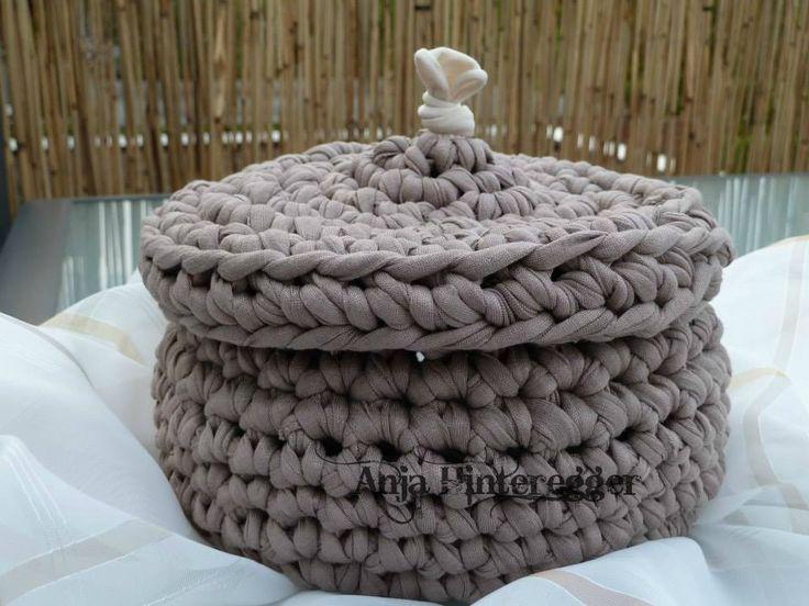 brauner textilgarn korb mit deckel crochet h keln. Black Bedroom Furniture Sets. Home Design Ideas