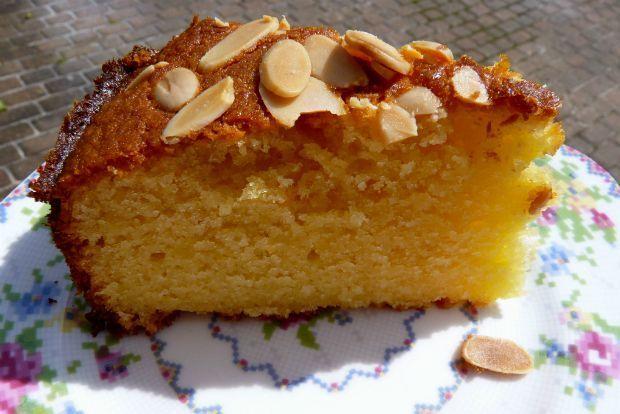 Για αυτούς που νηστεύουν αλλά και για αυτούς που λατρεύουν τα cake με ξηρούς καρπούς έχουμε εδώ μια συνταγή που θα σας ικανοποιήσει πλήρως. Το κονιάκ, ο χυμός πορτοκάλι και τα αμύγδαλα θα κάνουν το…