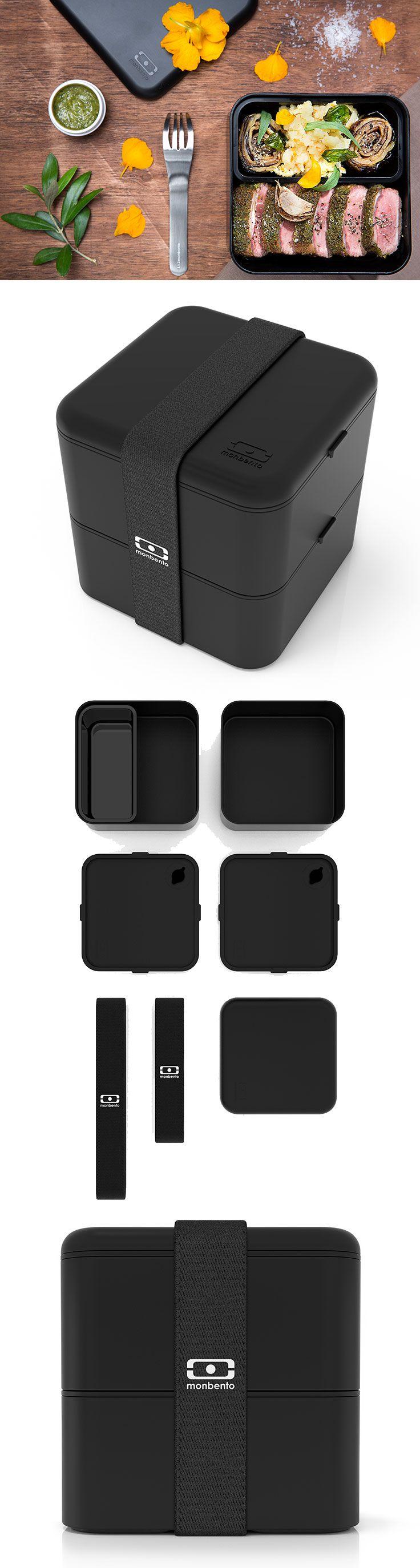 """Díky kapacitě až dvakrát větší než Monbento Original, je box připraven uspokojit hlad i toho nejsrdečnějšího jedlíka. Zvýšené strany boxu jsou připravené pojmout bohaté saláty a sendviče.  mb-square-iconmb-square-icon1mb-square-icon2  Čtvercové svačinové boxy jsou vzduchotěsné, každý s vlastním víčkem. Široká elastická páska drží boxy bezpečně u sebe. Moderní design se soft-touch úpravou. Do víčka lze umístit příbor od MonBento.  Objem: 1700 ml  Materiál: plast se """"soft-touch"""" BPA free…"""