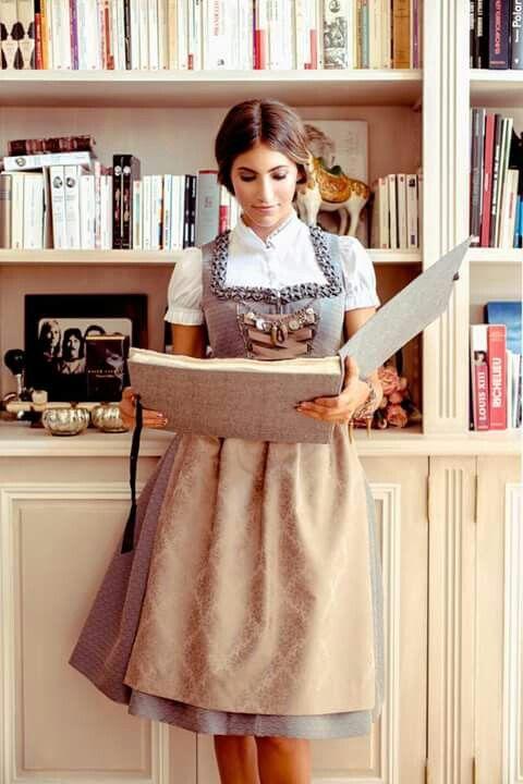 Silk & Pearls Dirndl, das perfekt zu den neuen Clarks Gabriel Candy Pumps harmoniert: http://www.clarks.de/p/26111031