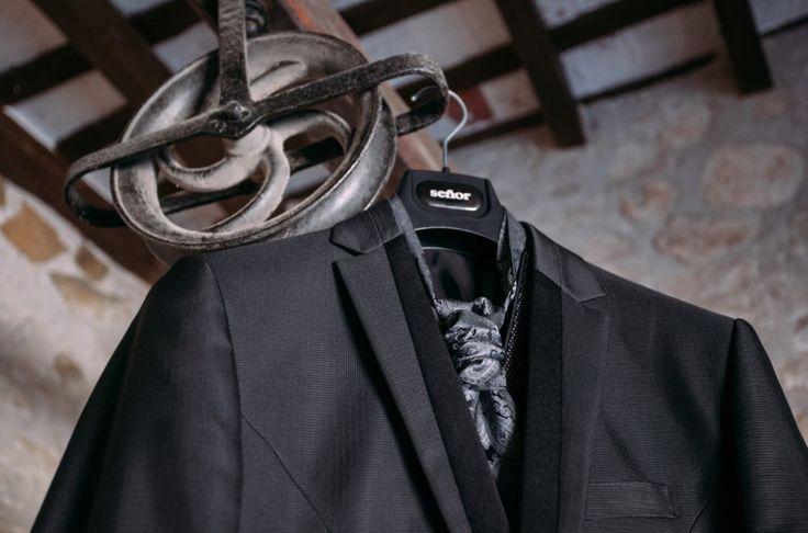¿Dónde colgarás tu traje de Trajes Señor en tu dia? #bride #groom #wedding #weddings #bodas #novio #traje #boda #suits #suitup #suit #bridestyle #groomstyle  Piña Colada