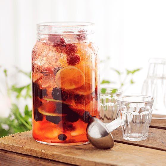Här hittar du ett läckert recept på Frisk sommarbål med jordgubbssirap. Botanisera bland massor med recept, tips och inspiration.