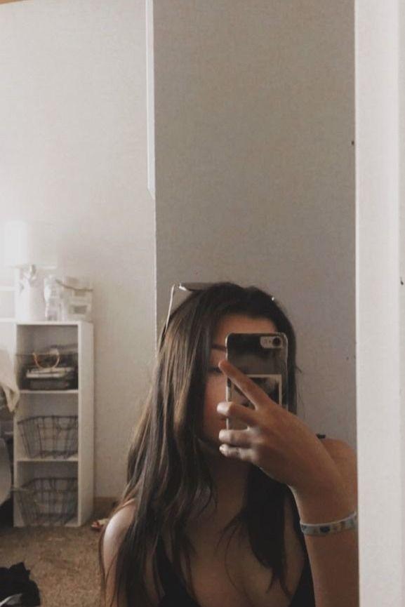 Cómo tomarse fotos en el espejo sola  #fotosenelespejo #fotosencasa #fotossola #fotossentada #fotostumblr Cute Girl Photo, Girl Photo Poses, Girl Photography Poses, Poses For Pictures, Girl Pictures, Girl Photos, Selfies Poses, Girls Selfies, Mode Ulzzang