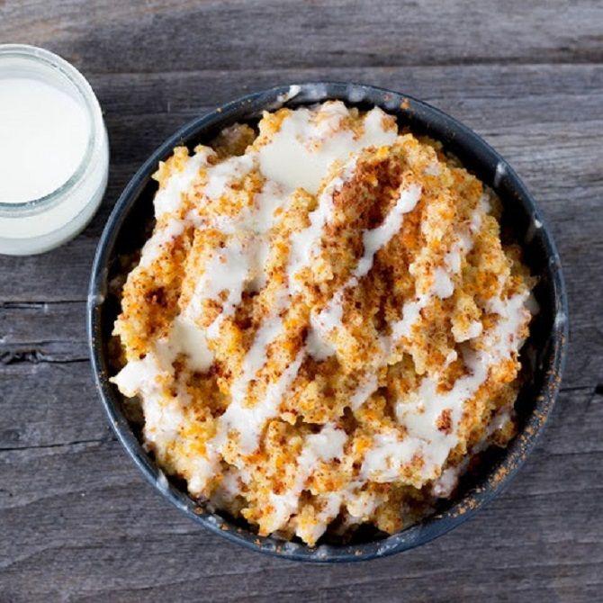 Kóstoltál már tarhonyából készített édességet? Fenségesen finom, megéri kipróbálni! Hozzávalók 30 dkg tarhonya, 25 dkg túró, 2 dl tejföl, 2 dkg vaj, cukor, kevés só. Elkészítés A vajon sárgára pirítom a tarhonyát. Annyi vízzel öntöm fel, mint amennyi a tarhonya, és pergősre párolom. A túrót egy kis sóval ízesítve villával[...]