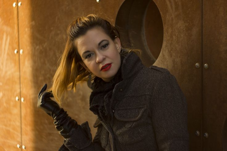 Berecz Gábor photography red lips and auburn balayage with black leather gloves