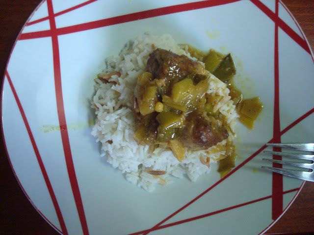 Fotini's cooking: Χοιρινό με κάρυ και πράσα