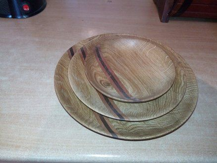 Plates made of oak with decor inlays