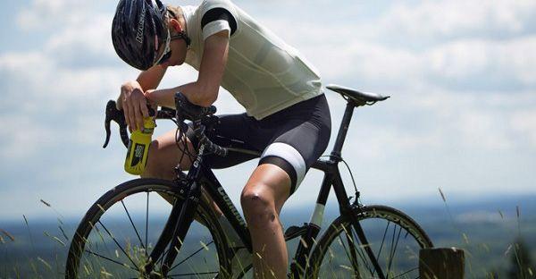 Os sintomas podem ser bem sutis, então é bom prestar a atenção neles.  Você está sempre cansado  Cada célula do seu corpo precisa da quantidade certa de potássio para funcionar. Então se seu treino habitual deixa você esgotado mesmo você dormindo bem à noite, a falta de potássio pode ser a causa.   #bike #ciclismo #ciclismo de estrada #dicas de alimentação #DIcas de MTB #mountain bike #mountainbike #MTB #speed