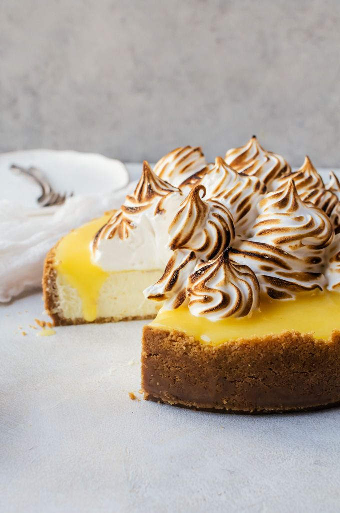 There is nothing quite as amazing as this lemon meringue cheesecake