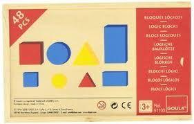 Il bambino impara le forme e, grazie alla grande quantità di pezzi a disposizione, ha varie possibilità di gioco: distinguere per colore, formare delle figure, suddividere per forma.