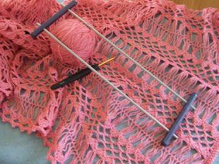 Hakelotje spint, breit, haakt en ontwerpt: Omslagdoek van guimpewerk