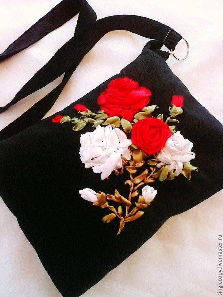 """Купить """"Бело-красные розы"""" женская сумочка из микровельвета - цветочный, сумка из микровельвета, черный"""