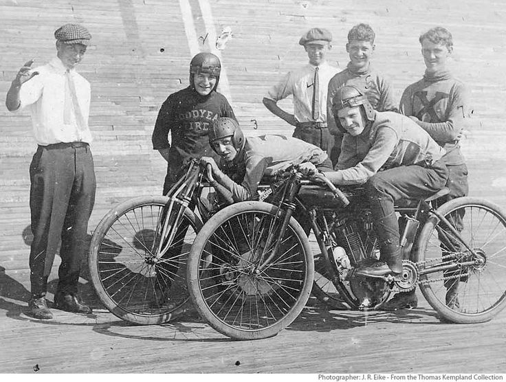 St Louis History In Black And White: St. Louis Motordrome BoardTrack Racer Group