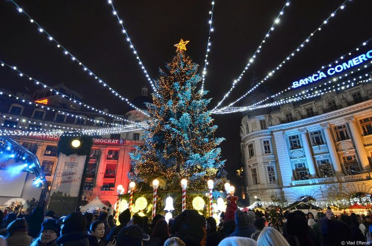 The Christmas market of Bucharest, the capital of Romania. A little too much or fabulous? We love it anyway!