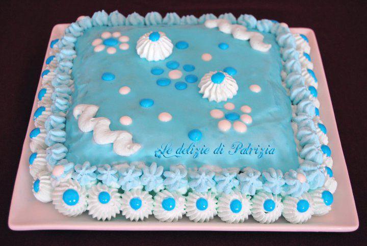 Torta vaniglia, panna montata e glassa reale ©Le delizie di Patrizia Gabriella Scioni Ricette su: Facebook: https://www.facebook.com/Le-delizie-di-Patrizia-194059630634358/ Sito Web: https://ledeliziedipatrizia.com