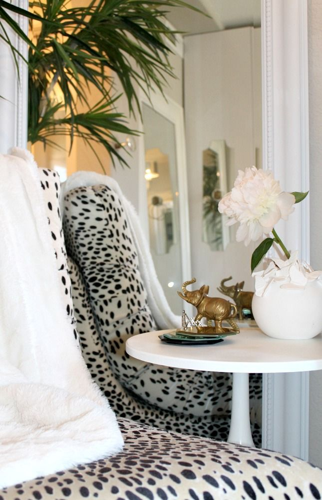 HOW TO STYLE A CHIC SIDE TABLE | Best Friends For Frosting
