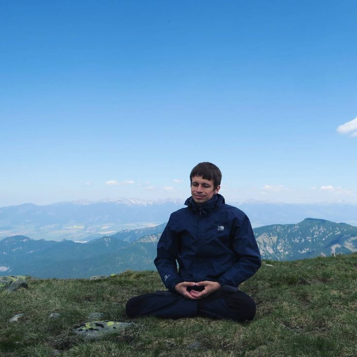 〰 Air, mountains and M. meditating 🎐  #Slovakia #FalunDafa #FalunGong #meditation