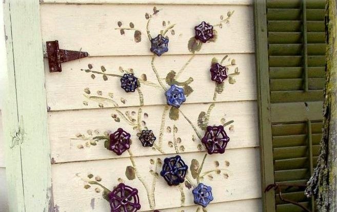 Garden Art: Faucet handle flowers | Flea Market Gardening